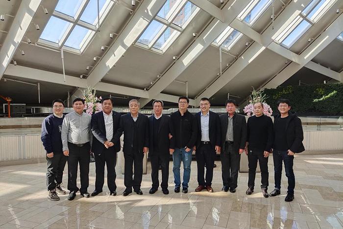 董事长刘西斌(左三)与中国物资再生协会会长许军祥(左四)等合影