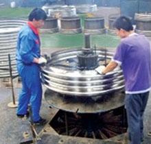 自主研发的波纹管机械胀型设备